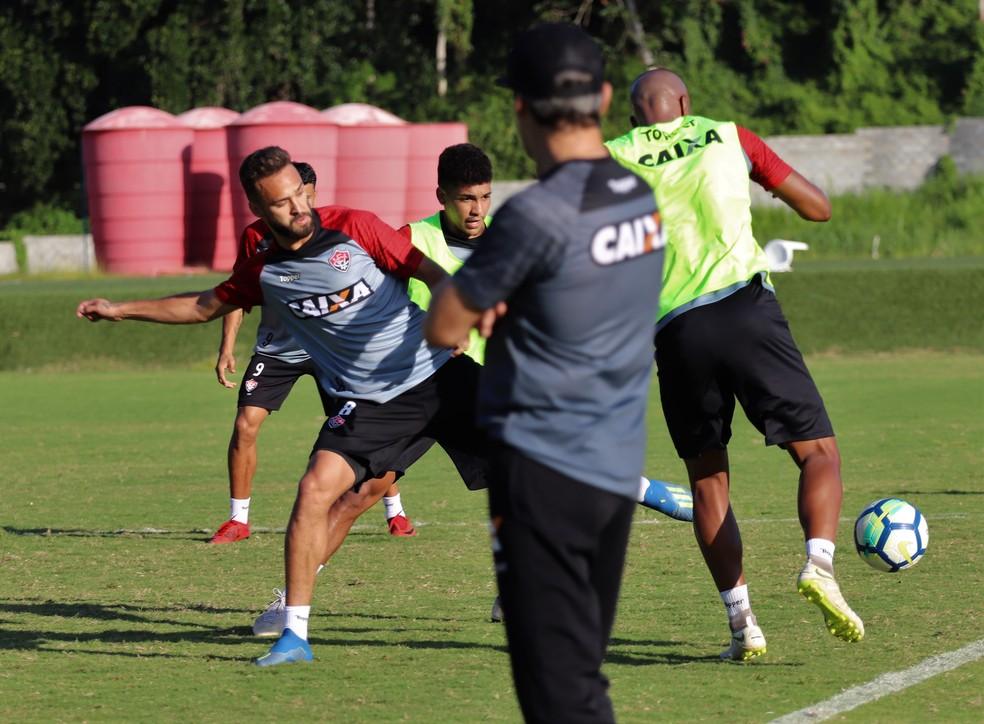 338c8312d1693 ... Carpegiani ainda não repetiu time titular do Vitória — Foto  Maurícia  da Matta   EC