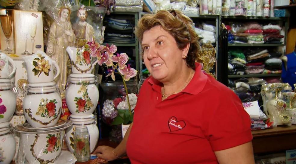 A comerciante Terezinha Boesing Hemsing e o marido dela não sofreram nenhum ferimento no acidente em Orlândia, SP — Foto: Reprodução/TV Integração