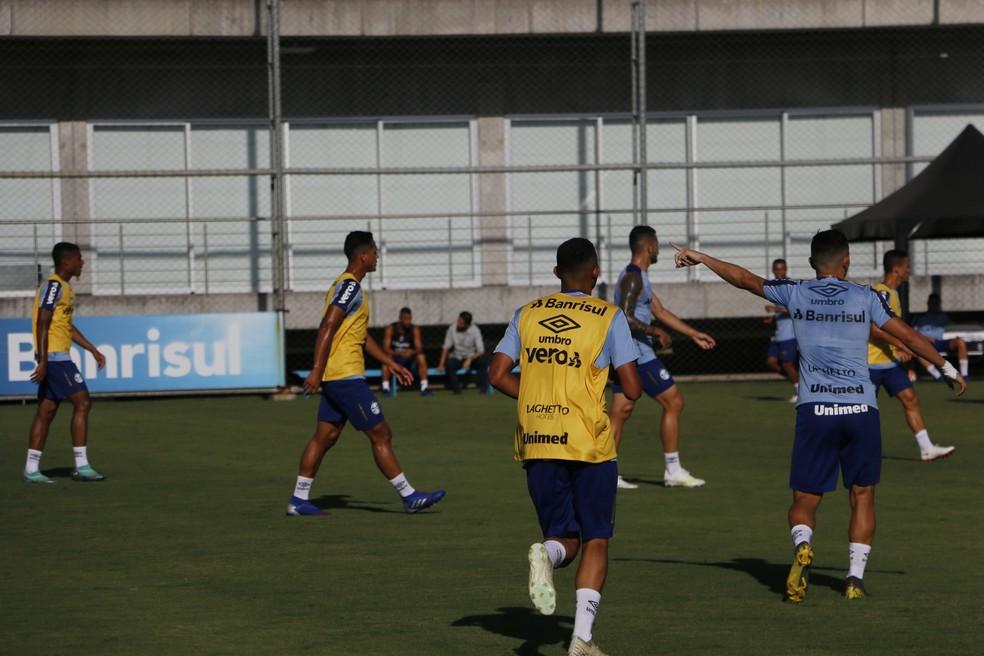 Reservas do Grêmio treinam no CT Presidente Luiz Carvalho — Foto: Tomás Hammes/GloboEsporte.com