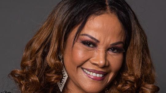 Abadia Pires começou a cantar por influência da mãe e já foi backing vocal do filho, Alexandre Pires: 'Sou uma mãe realizada'
