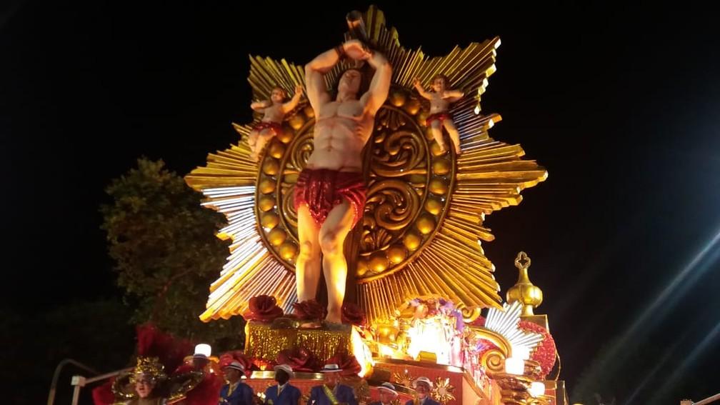 São Sebastião no carro da Paraíso do Tuiuti — Foto: Alba Valéria Mendonça / G1