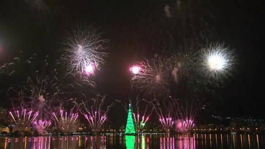 Árvore de Natal da Lagoa é inaugurada com show de fogos de artifício