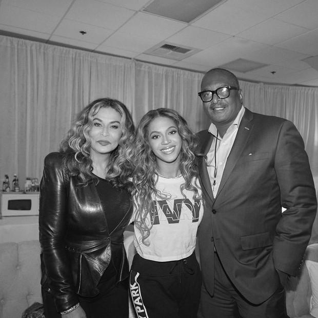 Beyoncé e os pais, Tina Knowles e Matthew Knowles (Foto: Reprodução/Instagram)