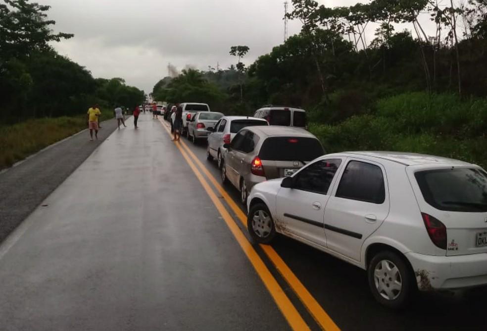 Manifestação deixa trânsito parado na BA_001 — Foto: Divulgação/Polícia Militar