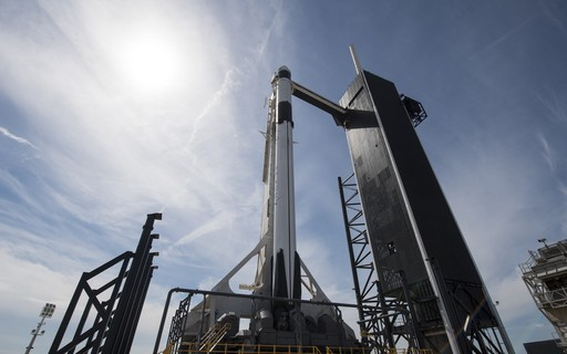 SpaceX makes its last major test before launching humans into space