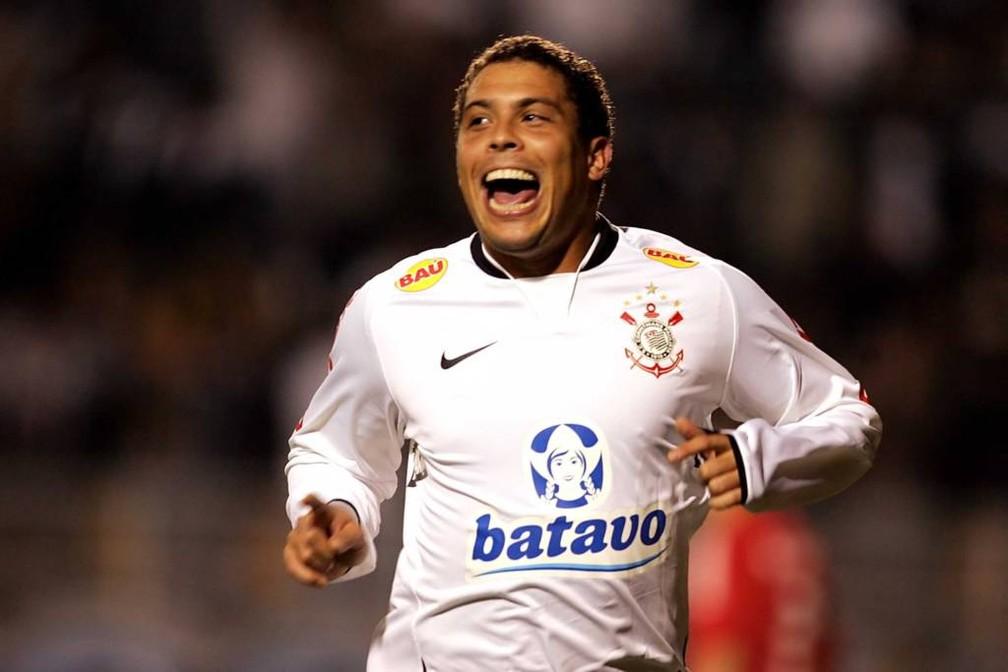 Ronaldo pelo Corinthians em 2009 — Foto: Marcos Ribolli