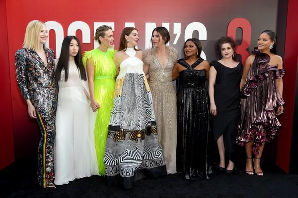 A atriz Sandra Bullock com suas colegas de elenco de Oito Mulheres e Um Segredo (Foto: Getty Images)