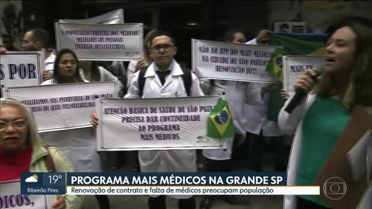 Médicos fazem protesto no Centro de SP por falta de renovação de contratos do programa Mais Médicos