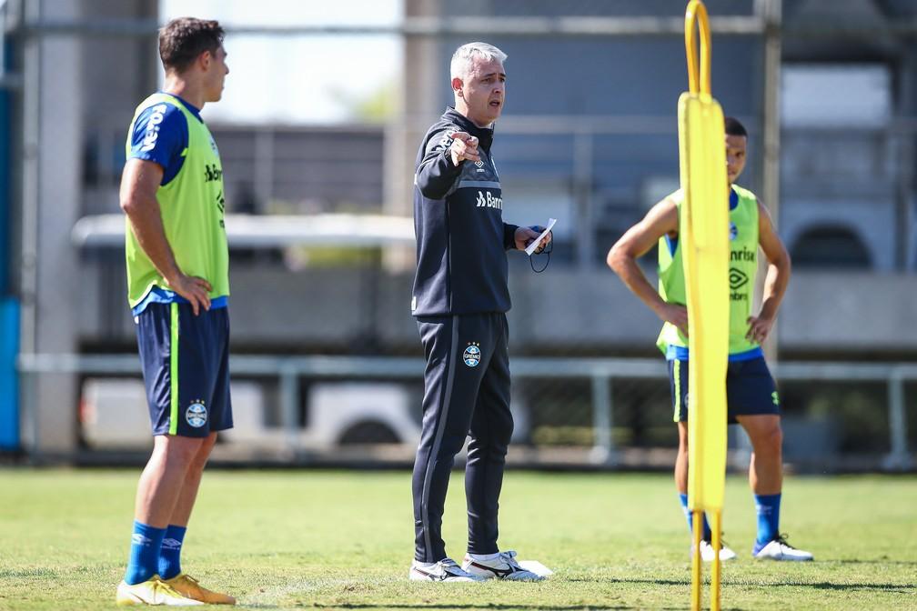 Tiago Nunes deu apenas um treino para jogo contra o Ypiranga — Foto: Lucas Uebel / Grêmio FBPA