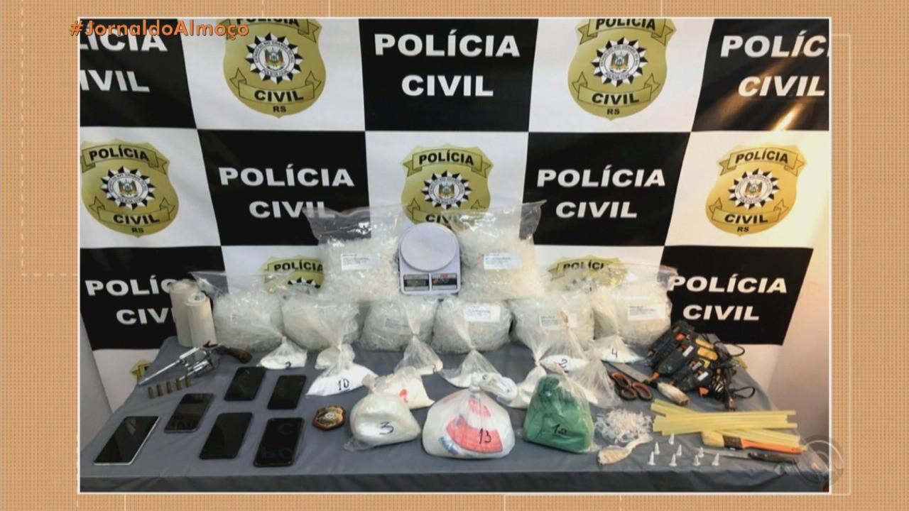Preso grupo suspeito de tráfico de cocaína em Viamão; material ficava escondido em galinheiro