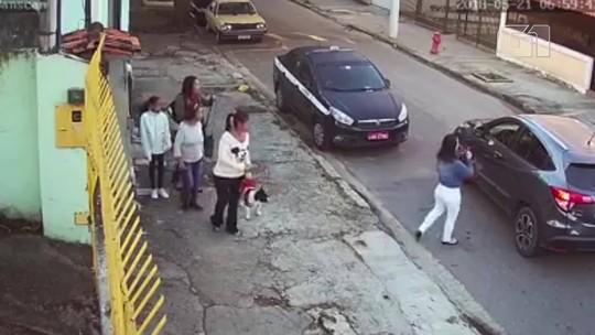 Criminosos assaltam mulheres em Niterói sem sair do carro