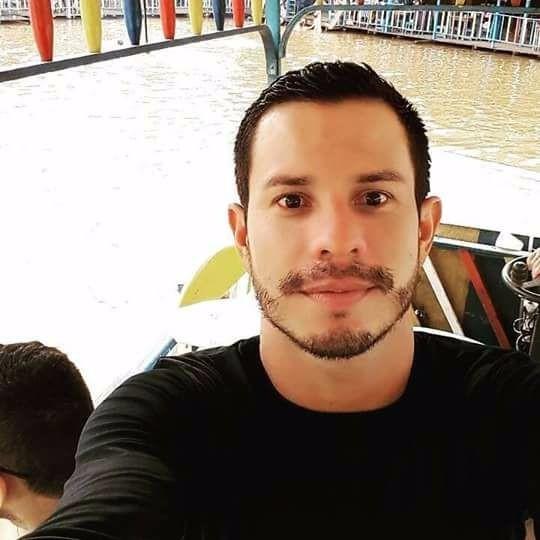 Polícia não descarta homofobia em caso de professor achado morto com mais de 20 facadas no Acre