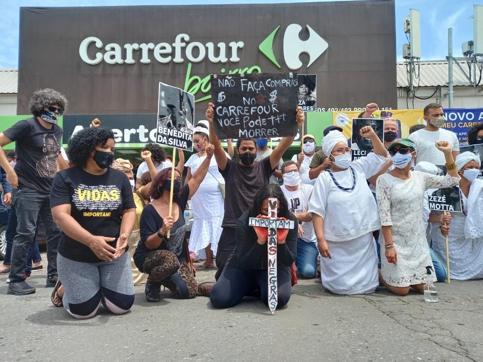Morte no Carrefour: grupo protesta em Brasília contra espancamento de homem  negro em supermercado de Porto Alegre | Distrito Federal | G1