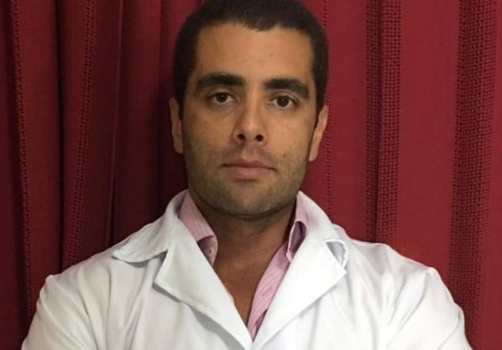 Denis Cesar Barros Furtado, o Dr. Bumbum, está foragido (Foto: Reprodução/Instagram)
