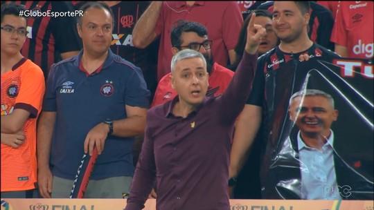 Corinthians x Athletico: Carille e Tiago Nunes opõem estilos no duelo desta quinta; veja análise