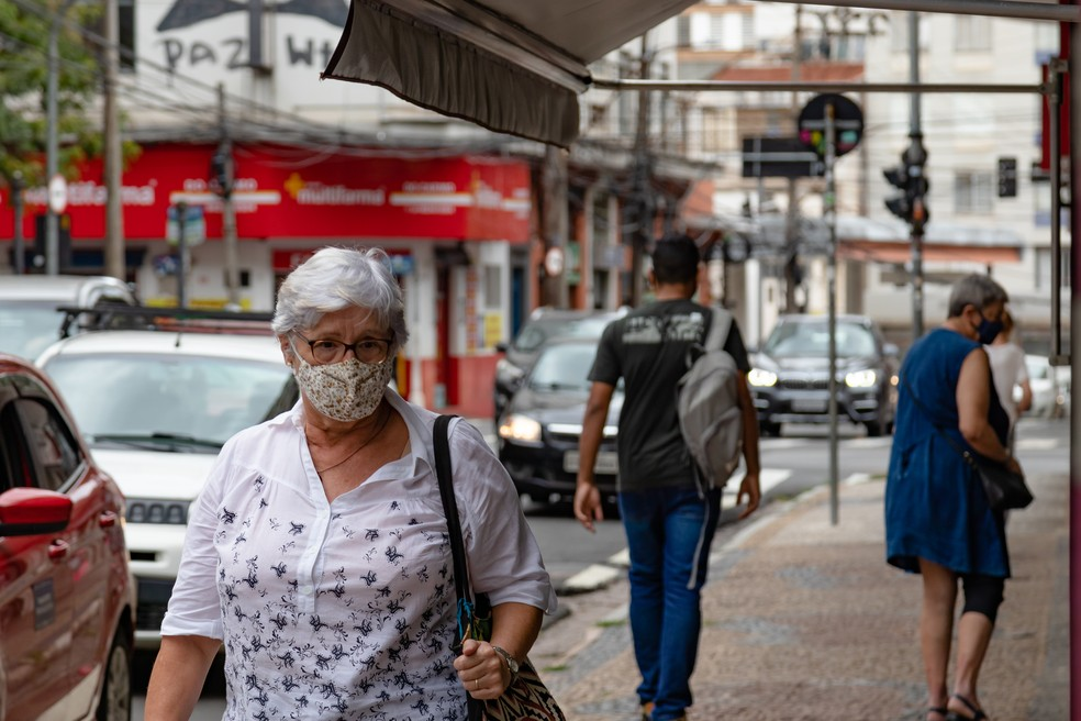 Uso de máscara segue sendo obrigatório para evitar contágio da Covid-19 — Foto: Rafael Smaira/G1