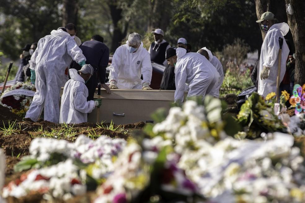 Pessoas mais jovens têm morrido durante a segunda onda de Covid-19 em MT — Foto: BRUNO ROCHA/FOTOARENA/ESTADÃO CONTEÚDO
