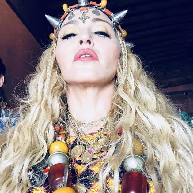 Madonna e seu colar Carlos Rodeiro (Foto: Instagram Madonna/ Reprodução)