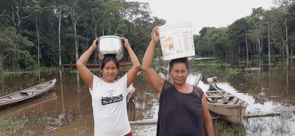Indígenas consomem água de igarapé, no Alto Solimões, no Amazonas — Foto: Reprodução