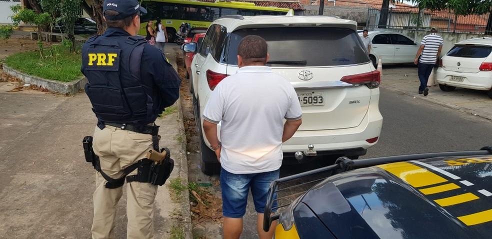 Condutor foram encaminhados para a Delegacia de Polícia de Pedrinhas em São Luís — Foto: Divulgação/Polícia Rodoviária Federal