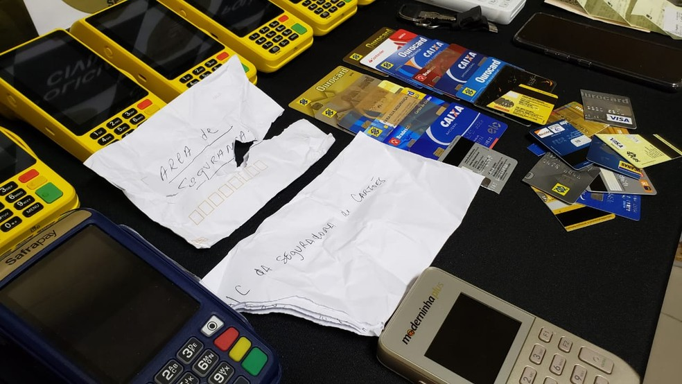 Vítimas escreviam cartas para golpista que fingia ser funcionário de banco em Lins — Foto: Polícia Civil/Divulgação