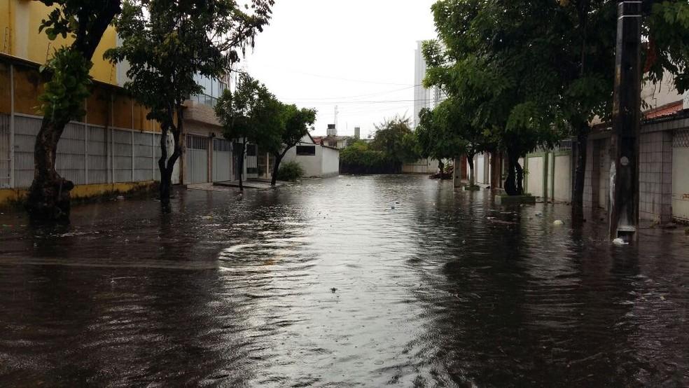 Alerta da Apac prevê chuvas com intensidade de moderada a forte em três regiões de Pernambuco (Foto: Robson Batista/TV Globo)