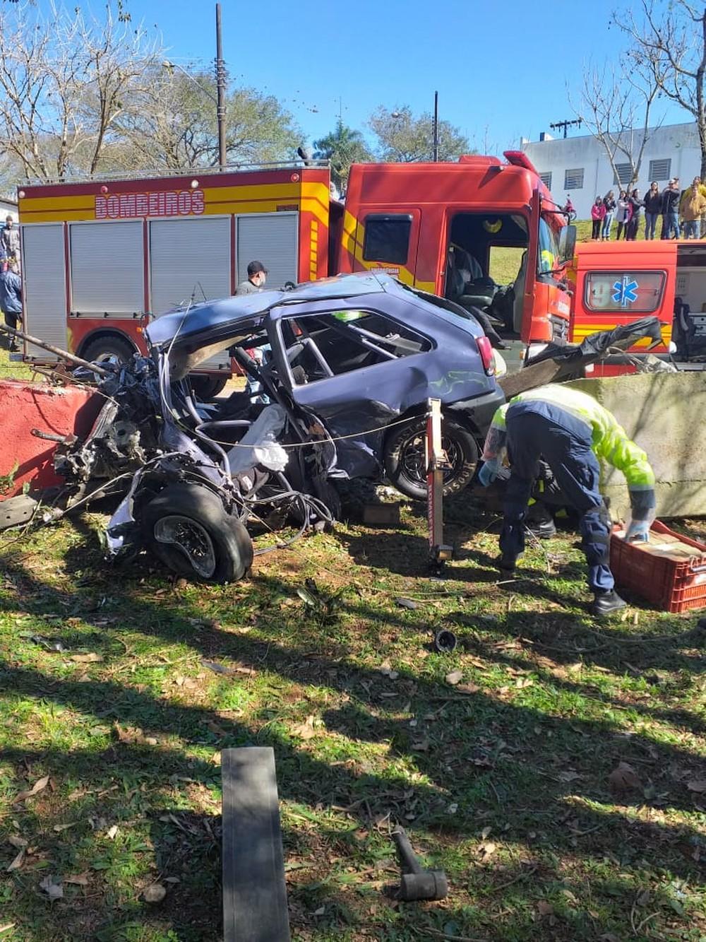 Acidente aconteceu na manhã deste domingo (4) — Foto: Corpo de Bombeiros/Divulgação