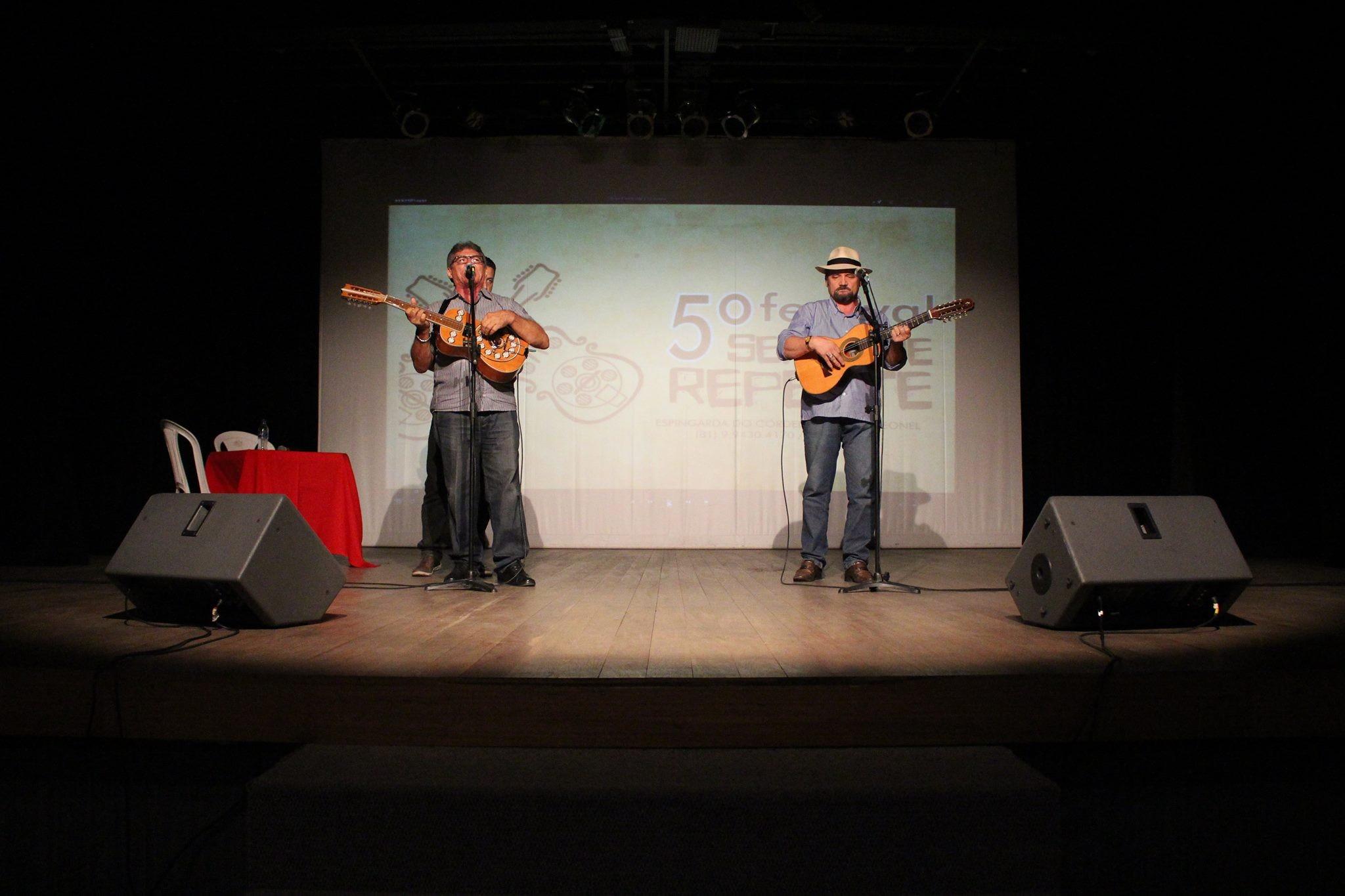 9ª edição do festival de violeiros 'Sexta de Repente' é realizada em Caruaru  - Notícias - Plantão Diário