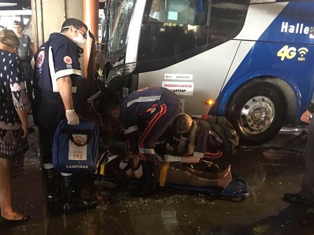 Vítimas de atropelamento são atendidas na rodoviária de Campinas (Foto: Ana Paula Pinheiro)