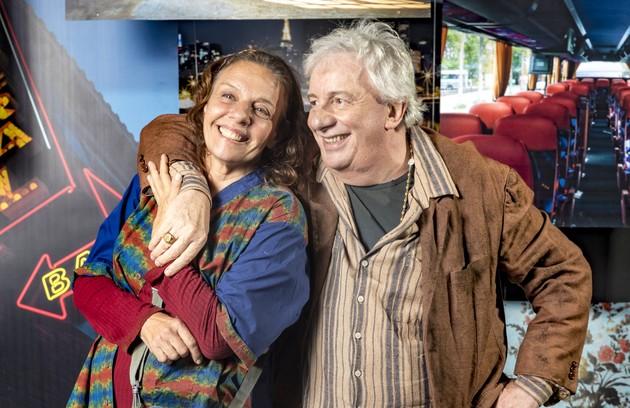 Marco Nanini é Eusébio, filho de Cornélia e marido de Dorotéia (Rosi Campos). O casal também se mudará para a casa invadida no Bixiga com seus três filhos, Rock (Caio Castro), Britney (Glamour Garcia) e Zé Helio (Bruno Bevan) (Foto: TV Globo)