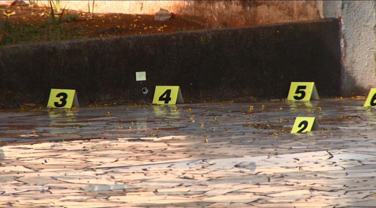 Homem é morto com vários tiros em frente a um bar em Cascavel - Notícias - Plantão Diário