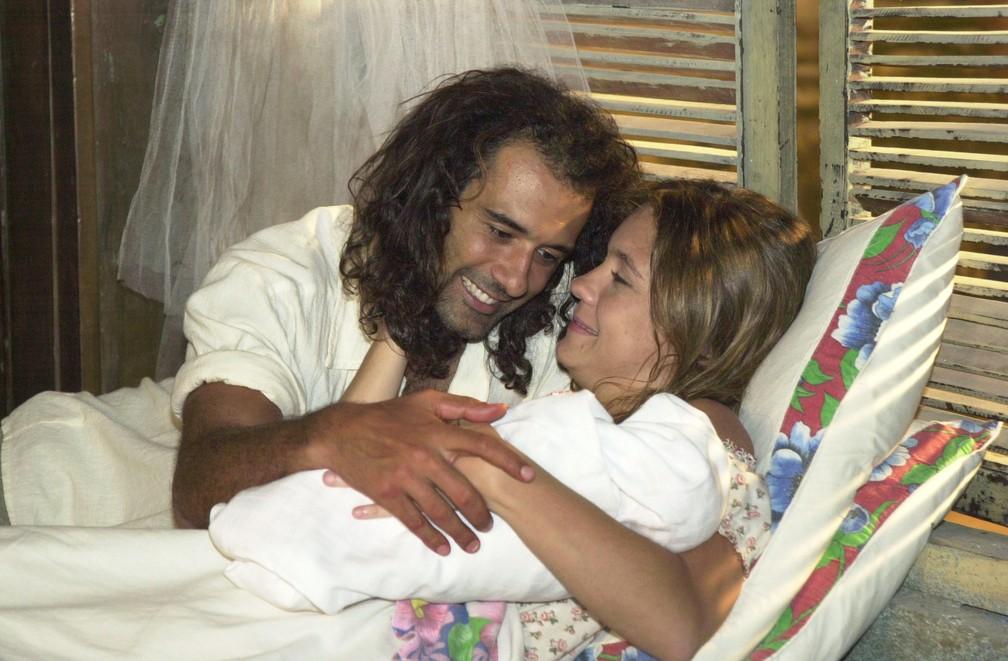 Marcos Pasquim e Adriana Esteves em 'Kubanacan', 2003 — Foto: João Miguel Júnior/Globo