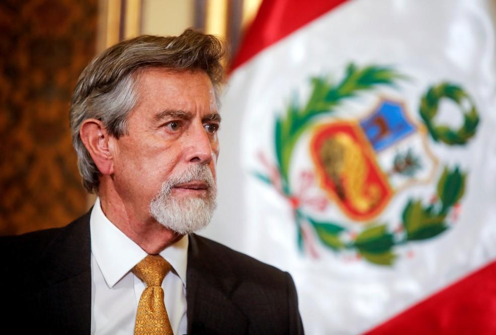 O presidente interino do Peru, Francisco Sagasti, em entrevista à agência de notícias Reuters em Lima no dia 19 de novembro de 2020 — Foto: Sebastian Castaneda/Reuters
