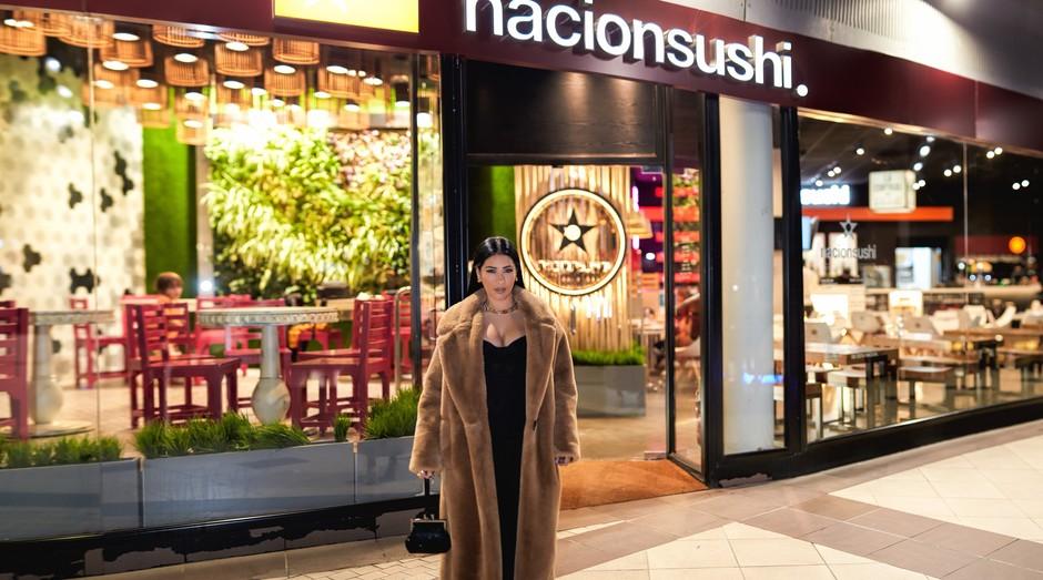 Cantora Simaria faz parte da sociedade de restaurante na Espanha (Foto: Esteban Hidalgo)