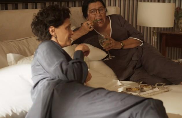 Malu Galli conta que suas cenas favoritas são as de Lídia e Lurdes: 'Amei fazer cenas com a Regina. Sou absolutamente fã e estava um pouco nervosa por contracenar com ela. Mas foi muito generosa e me deixou à vontade. Nos divertimos muito' (Foto: Reprodução)