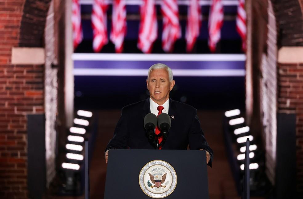 Mike Pence durante discurso em Baltimore, nesta quarta (26), que oficializa candidatura a reeleição ao cargo de vice-presidente dos EUA — Foto: Jonathan Ernst/Reuters