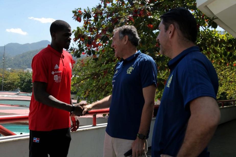 Refor�o do Flamengo, americano MJ Rhett mant�m sonho do pai pela NBA