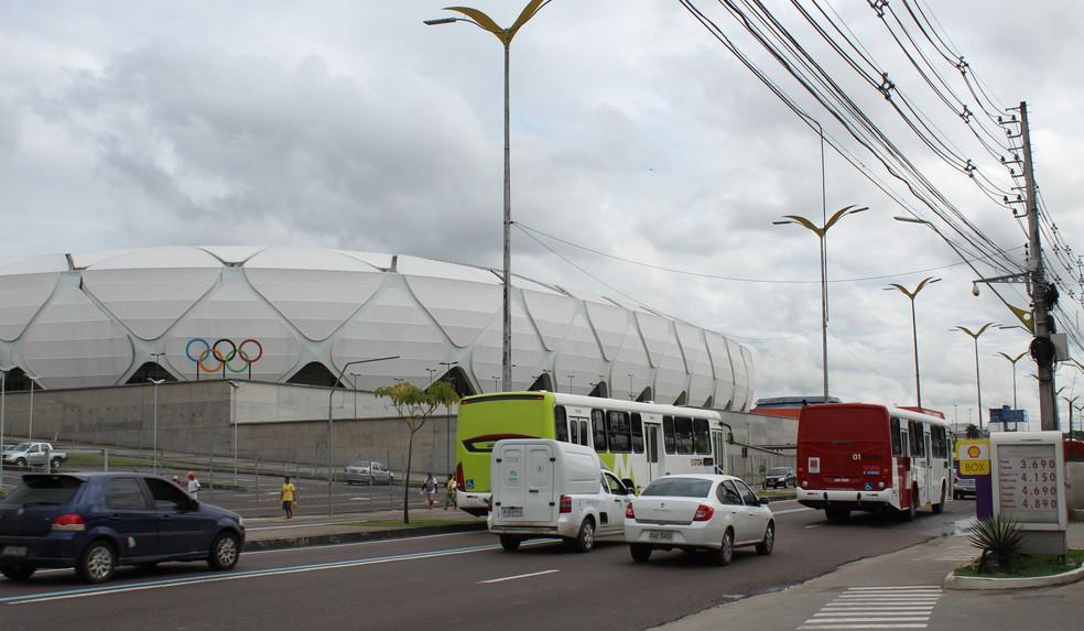 Entorno da Arena da Amazônia recebe grande quantidade de ônibus que circulam pela cidade (Foto: Patrick Marques/G1 AM)