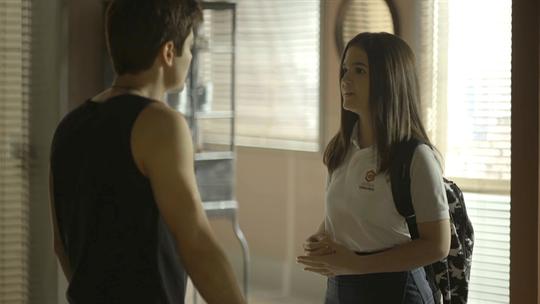 Leandro convence Agno a ajudar Régis, e Cássia agradece