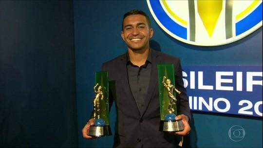 Campeão com Palmeiras, Dudu é eleito Craque do Campeonato Brasileiro