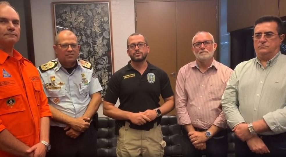 André Costa (no centro), anunciou nesta sexta-feira (31), o reajuste salarial para os profissionais de Segurança Pública com início do pagamento em março de 2020. — Foto: Reprodução/ Instagram