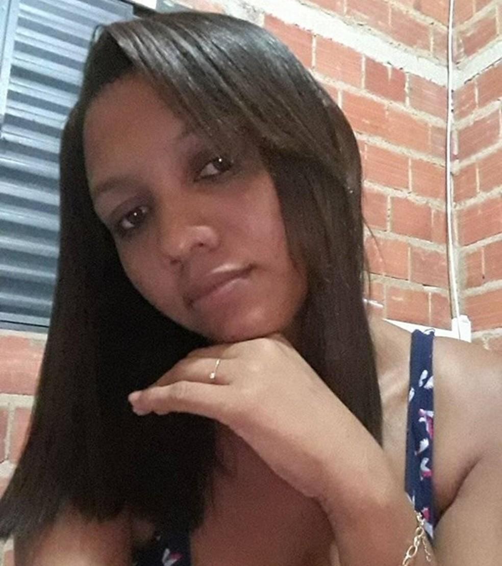 Laysse Carvalho foi encontrada morta dentro de casa em Nazária — Foto: Reprodução/Facebook