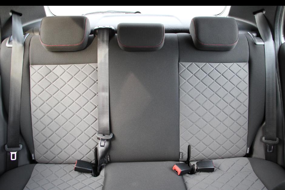 Interior do VW Fox 2021 com os itens de segurança obrigatórios (Foto: Divulgação/VW)