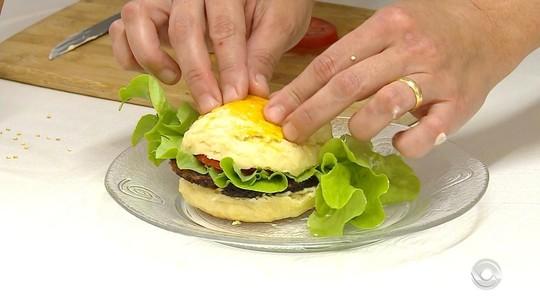 Sobras de feiras podem ser transformadas em refeições nutritivas; veja receita