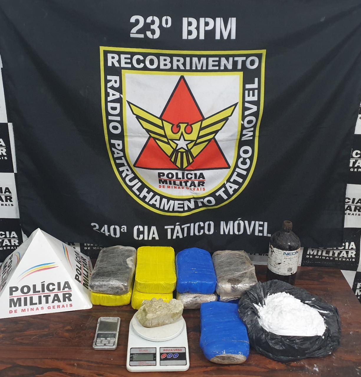 PM encontra 11 kg de drogas enterrados em mata de Divinópolis