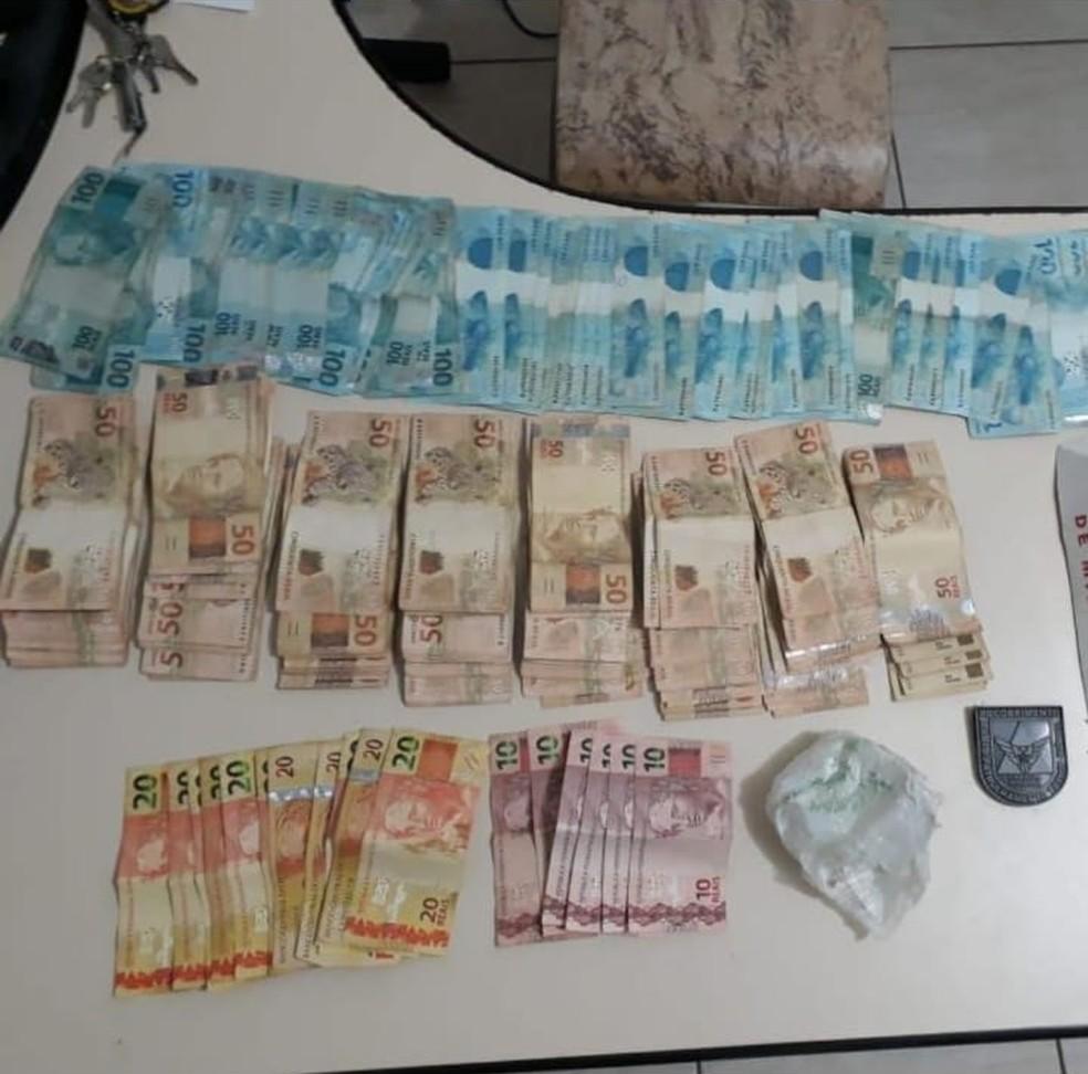 Polícia apreendeu R$ 14 mil em Padre Carvalho (Foto: Polícia Militar/ Divulgação)