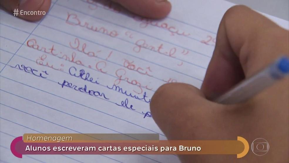Bruno recebeu várias cartas sobre perdão, gentileza e  problemas com bullying de outros jovens  — Foto: TV Globo