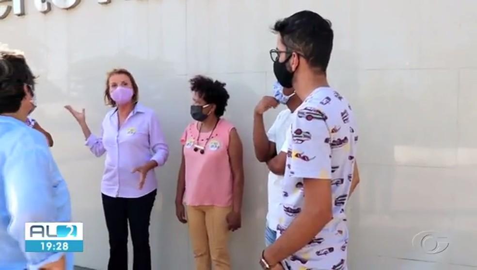 Valéria Correia (PSOL) fez campanha no HU — Foto: Reprodução TV Gazeta