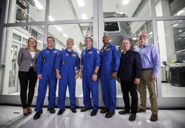 Em anúncio feito para a imprensa, a SpaceX anuncia a nova cápsula espacial Crew Dragon (Foto: Getty Images)