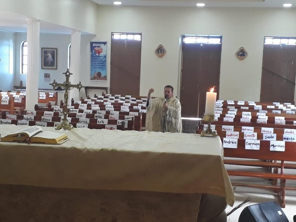 Padre Neto celebra missa sem público — Foto: Padre Neto / Arquivo pessoal